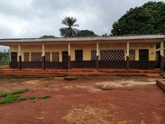 Errichtung eines Gebäudes und Toilettensanierung für eine Vorschule in Bagangté quartier 4